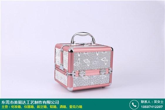创意带灯化妆箱的图片