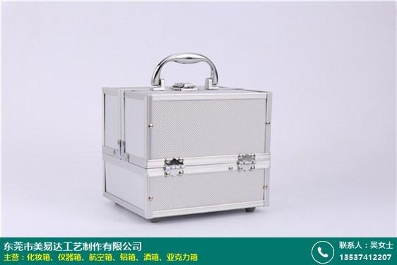 純色皮革化妝箱的圖片