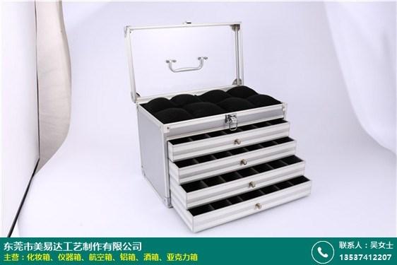 时尚拉杆铝箱的图片