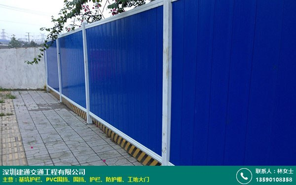 PVC围挡的图片