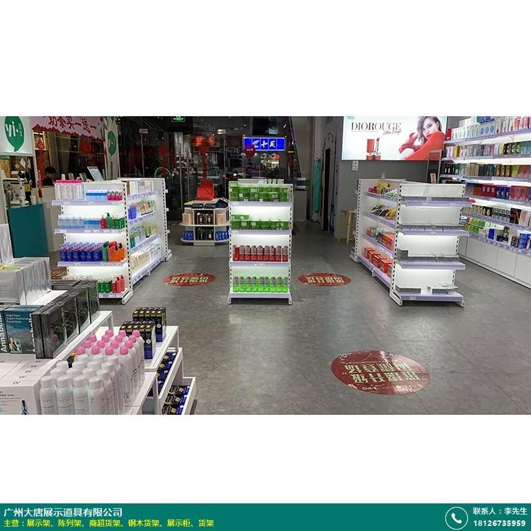 商超货架的图片