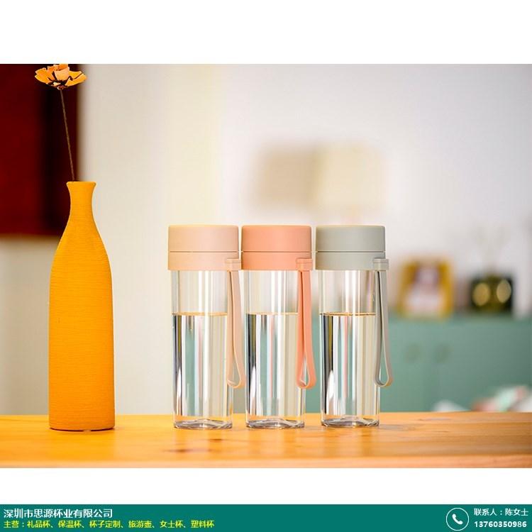 塑料杯的图片