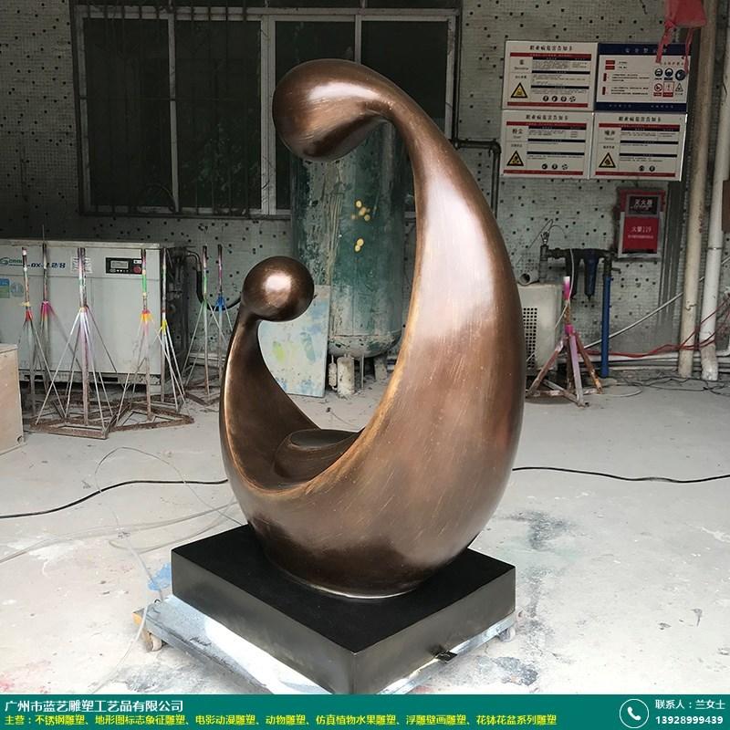 现代抽象雕塑的图片
