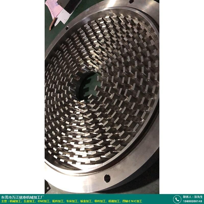 四轴CNC加工的图片